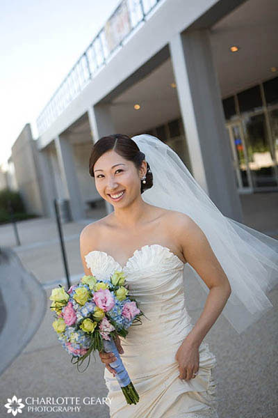 Bride with elbow-length veil
