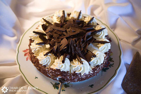 Cheesecake with chocolate shavings