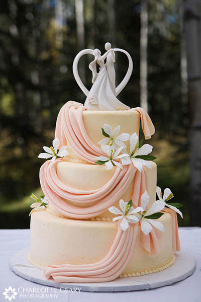 Orange wedding cake for a fall wedding