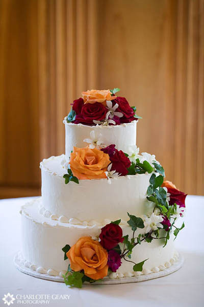 Wedding cake with orange and red roses