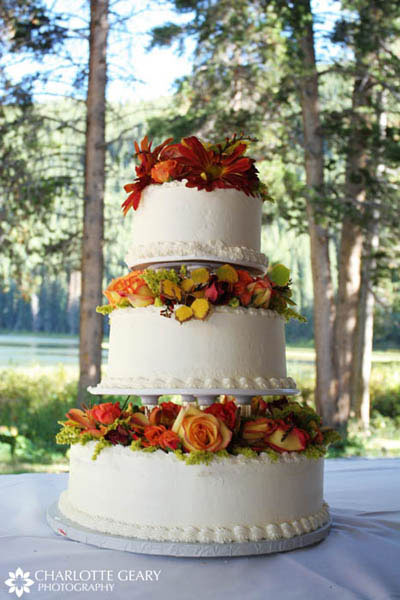 Wedding cake decorated in autumn colors