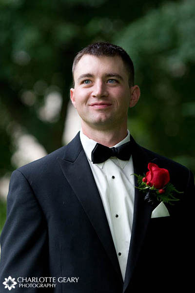 Groom in tuxedo with red rose boutonniere
