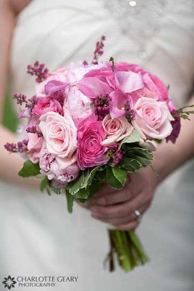 Pink bouquet of roses and calla lilies