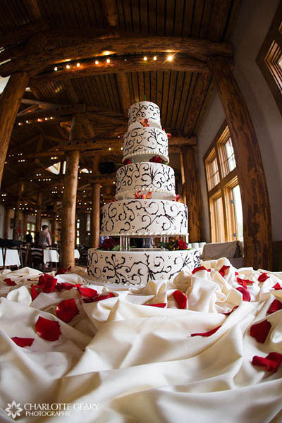 Red and brown five-tiered wedding cake