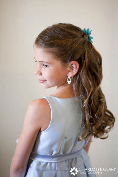 Flower girl with light blue dress and a half-up hairstyle