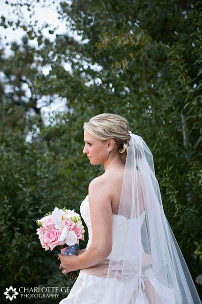 Bride with light pink bouquet
