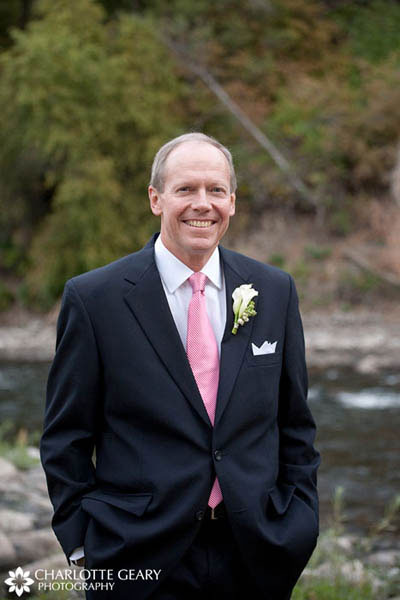 Father of the groom in pink tie and calla lily boutonniere
