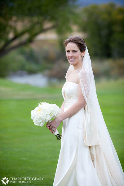 Bride with long veil and white bouquet