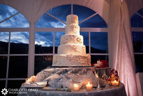 Five-tiered round wedding cake