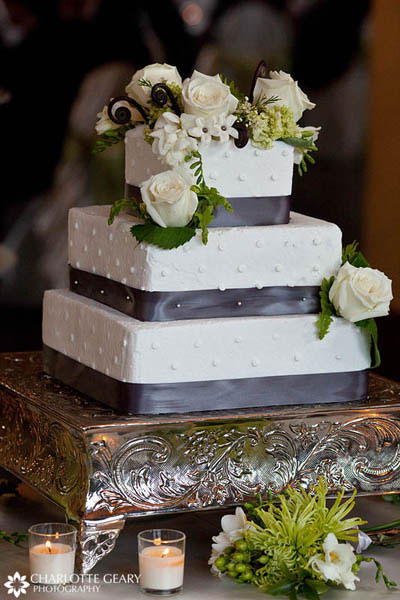 Square wedding cake for winter wedding