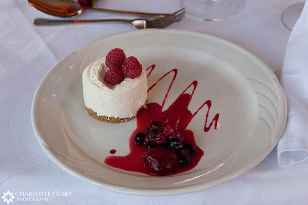 Mini-cheesecake with raspberries