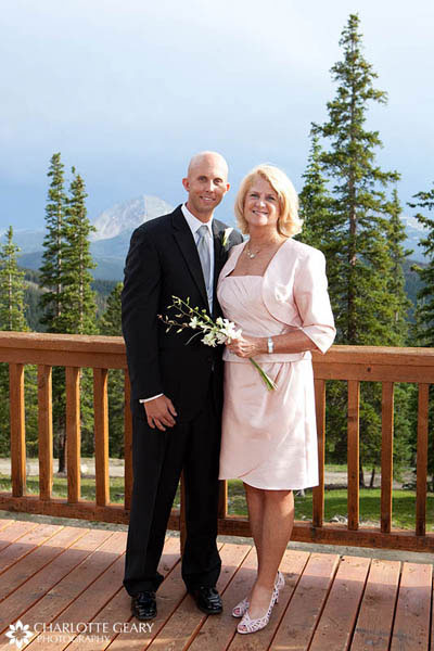 Mother of the groom in a light pink dress