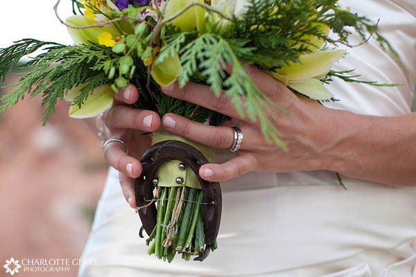 Horseshoe fastened to the bride