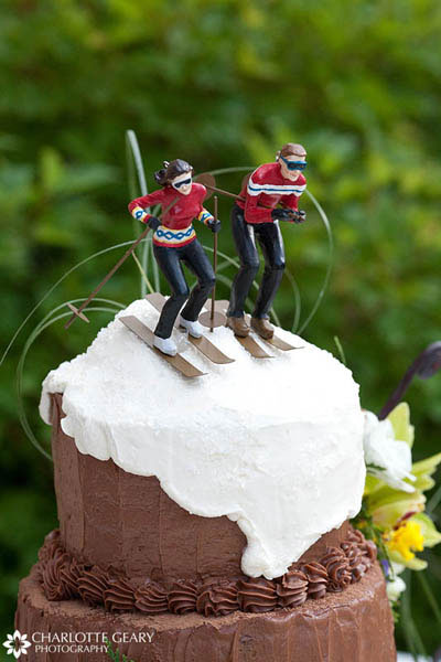 Wedding cake with ski cake topper