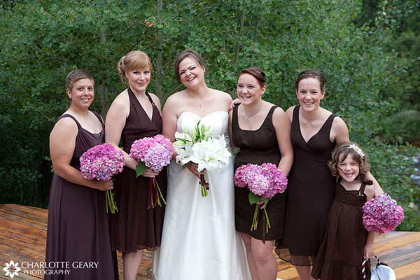 Bridesmaids with brown dresses and pink flowers