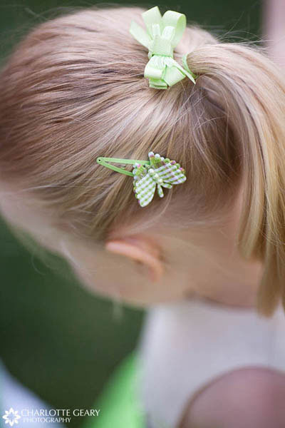 Flower girl with green hair accessories