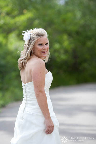 Bride with white flowers in her half-up hairstyle
