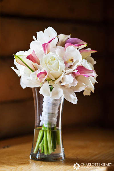 Bouquet with white roses and pink calla lilies