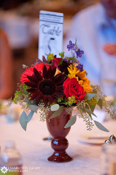 Red centerpiece for autumn wedding