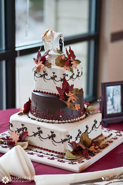 Fall wedding cake in red and brown