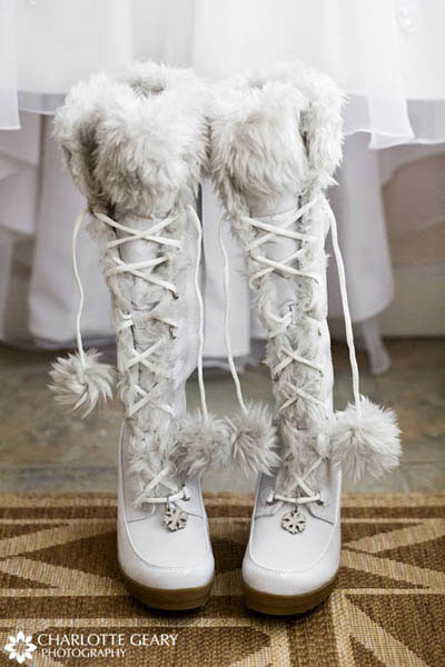 Pink wedding shoes White snow boots for a winter wedding